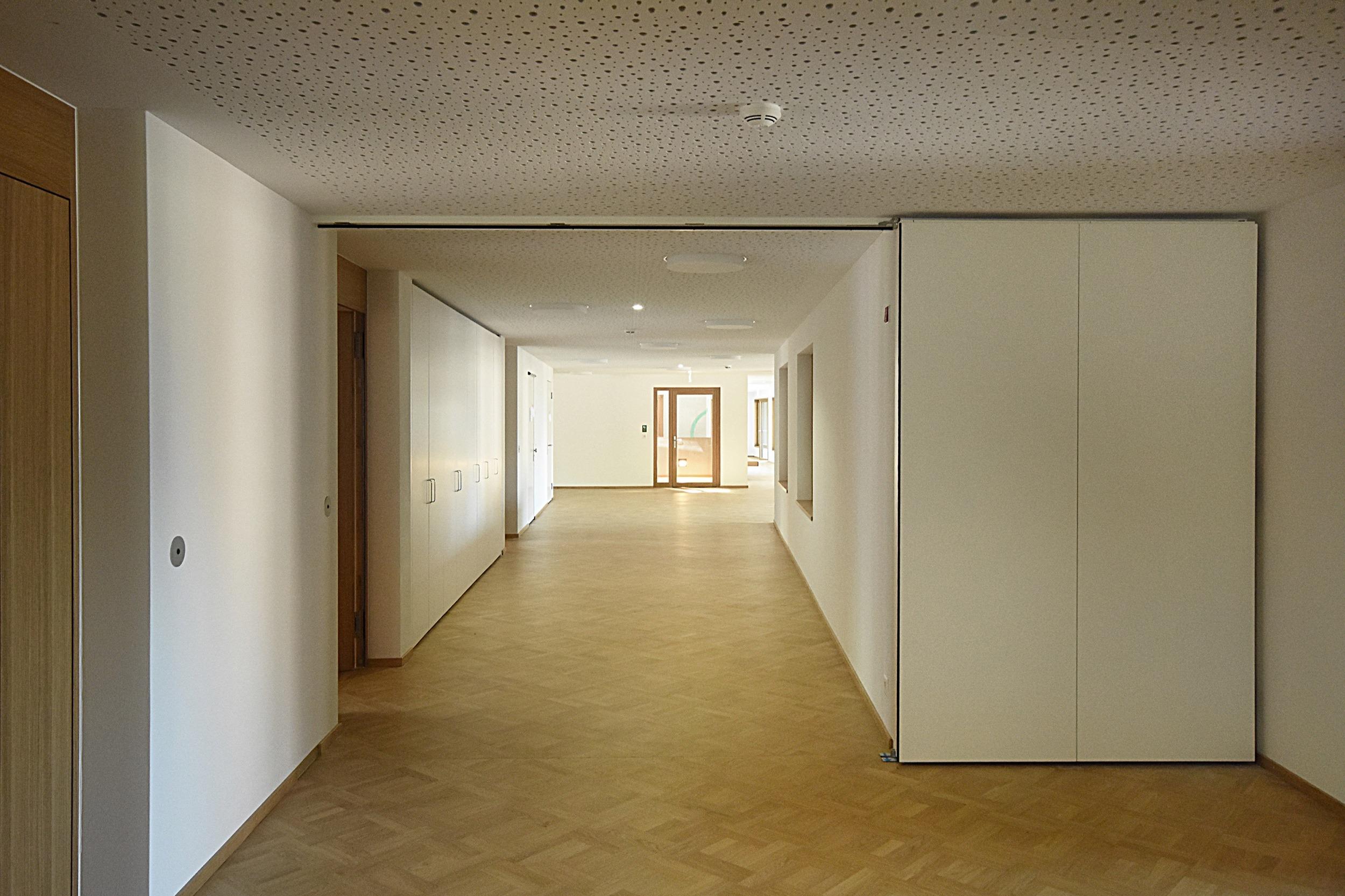 Rahmenlose_Holztuere_Alterszentrum_Rubiswil_09