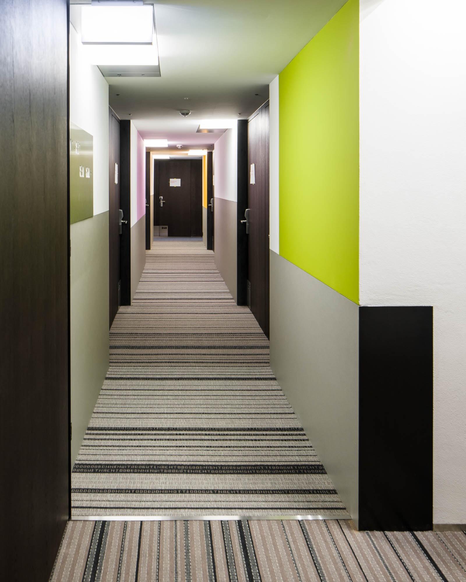 Rahmenlose_Holztuere_Hotel_Senator_Zuerich_0225