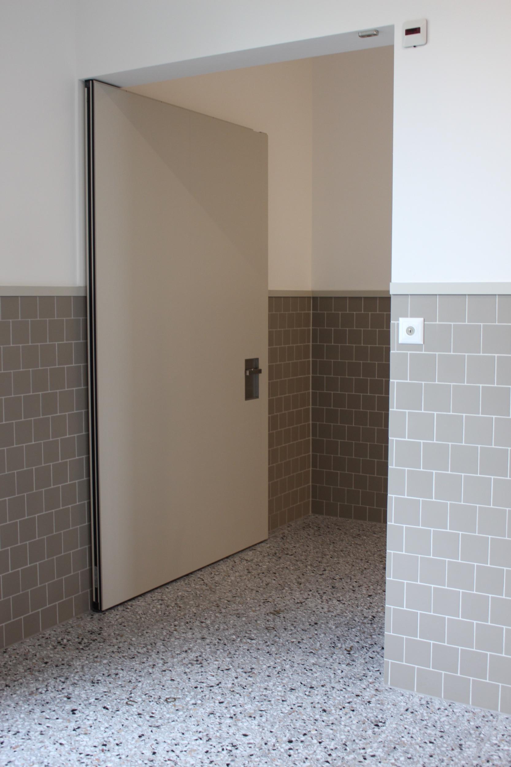 Rahmenlose_Holztuere_Sprachheilschule_St_Gallen_IMG_1020