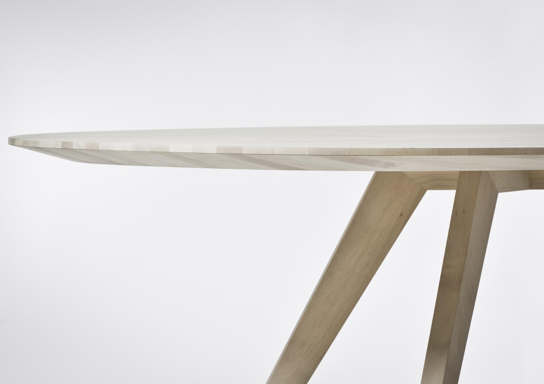 Esstisch BOB 510 Massivholz europäisch, produziert von Bach Heiden mit CNC Reichenbacher Eco 1232-B Sprint